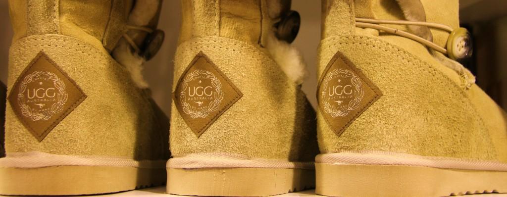 Les fameuses UGGS australiennes: conçues pour se porter pieds nus ! Le bonheur.