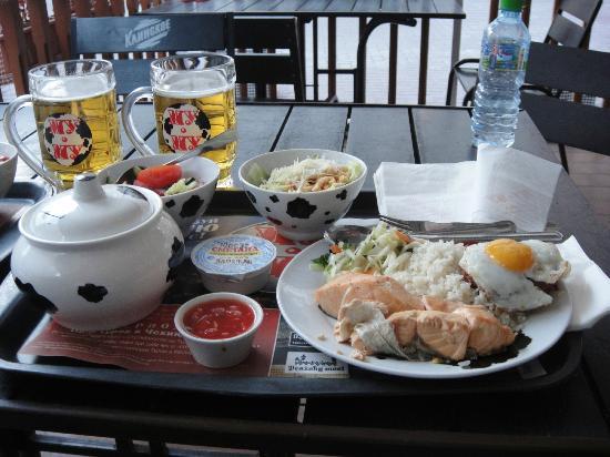 La nourriture de la caféteria Mu-Mu est un régal.  Plusieurs succursales en ville.