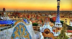 Barcelona ! Tout ce qui est doux dans la vie s'y trouve: gens cools, bouffe miam, mer chaude, de la culture tout autour ! On aime.