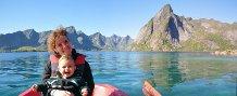 Arthur et Virginie en bateau aux îles Lofoten, Norvège. Le sourire parle !