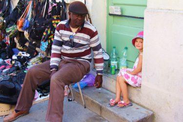 Photo No.1 Coco et le marchand sénégalais