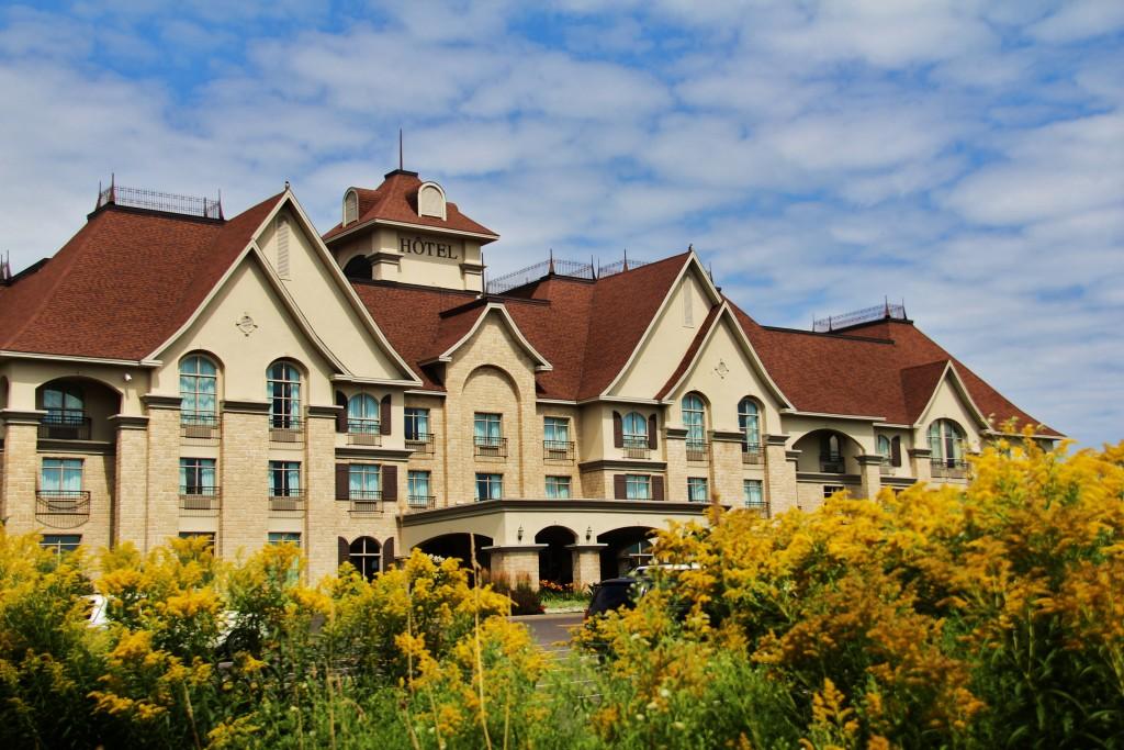Le St-Martin Bromont Hôtel & Suites est un point central pour visiter la région de Brome-Missisquoi. Juste à côté, se situe un accès à la piste cyclable.