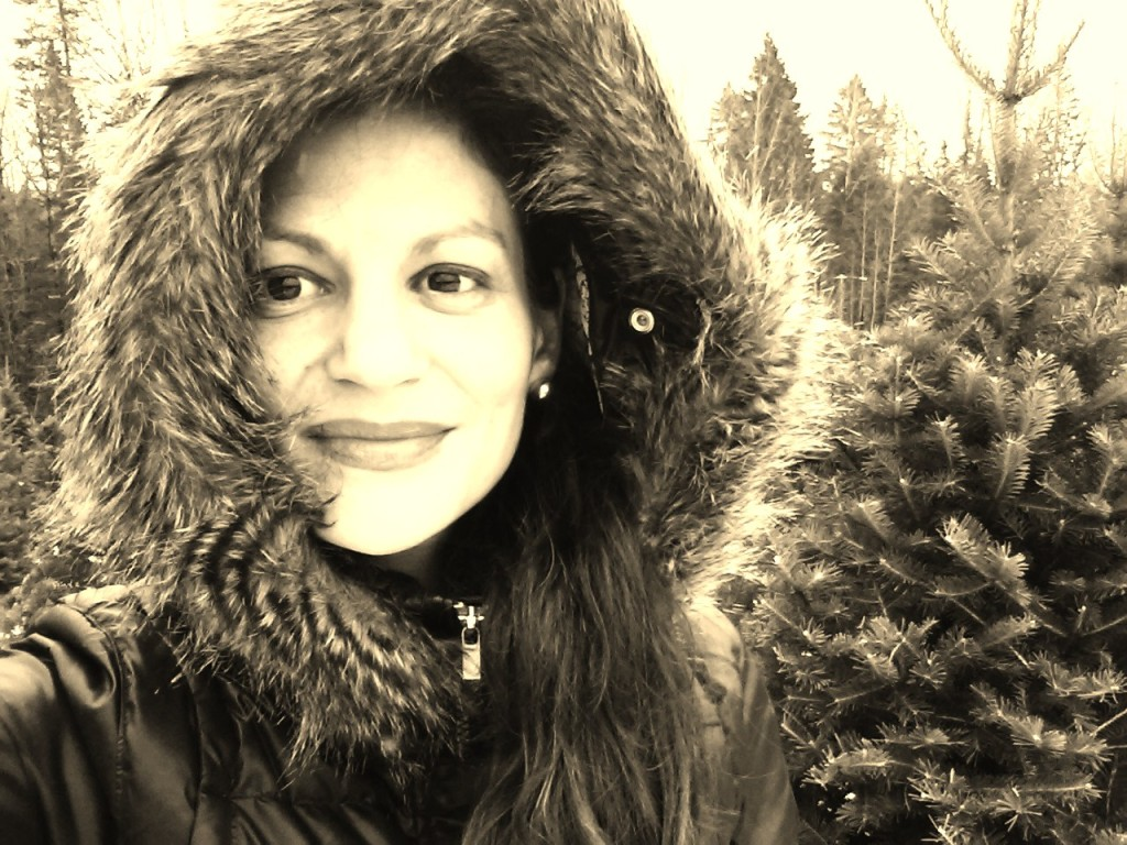 Je porte le manteau REBEL. Il est versatile: se rallonge, le capuchon s'enlève. Je l'adore.