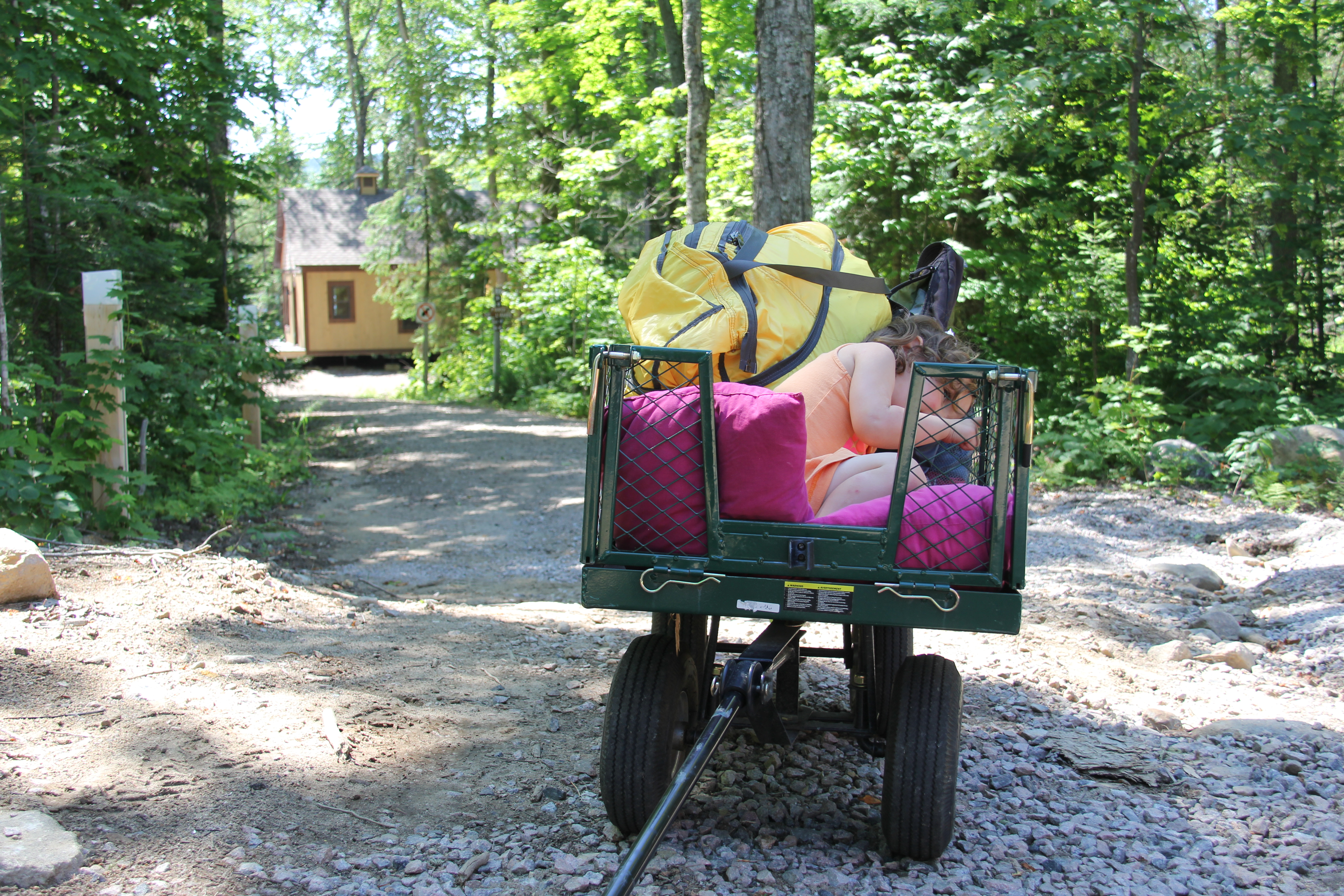 Tout est fait pour vous faciliter la vie ! Ici, le chariot disponible dès votre arrivée pour vous diriger au chalet.