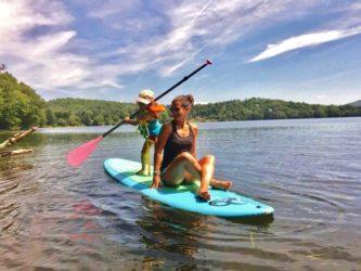Pratiquer la planche à pagaie en famille-stand up paddle
