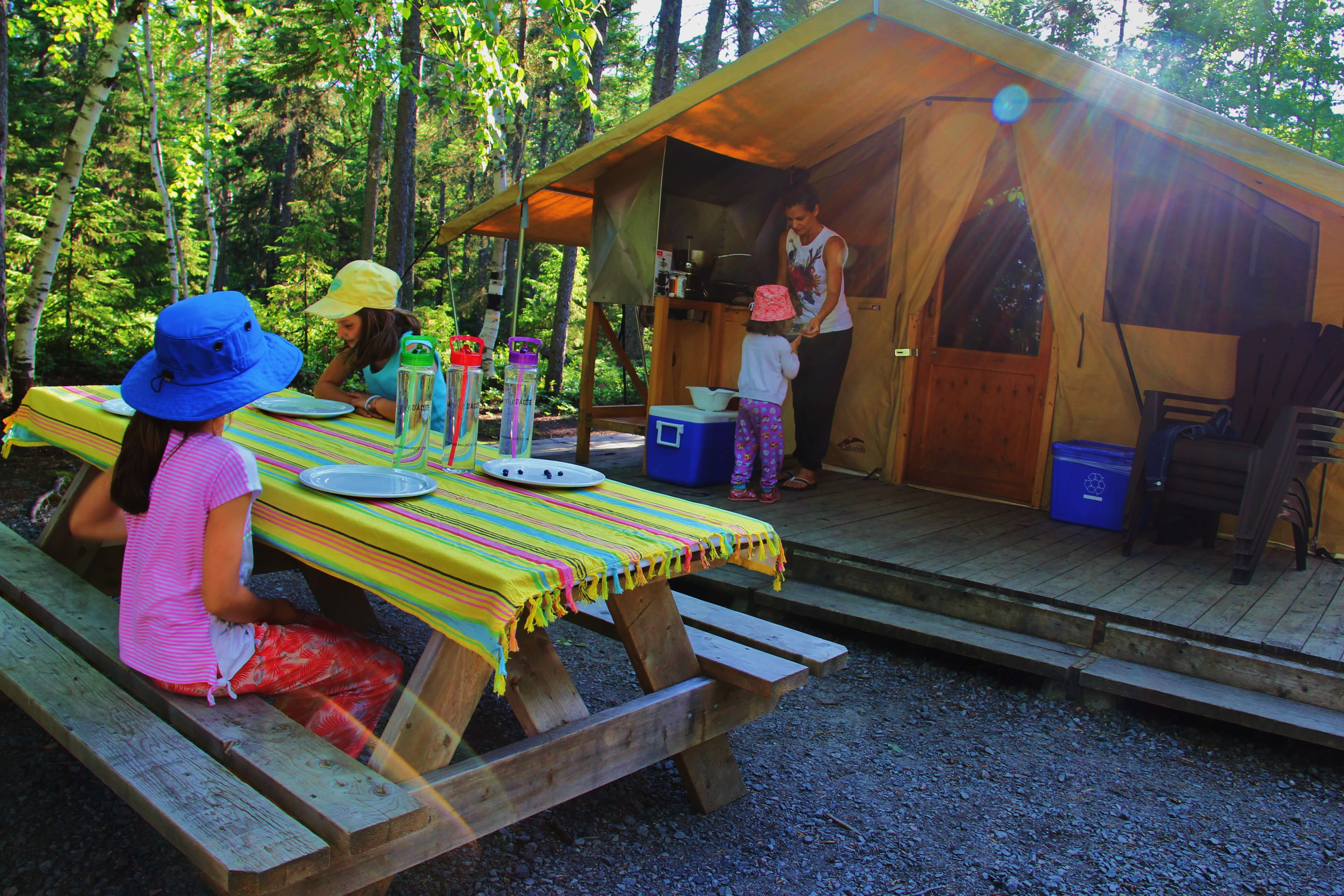 maman globe trotteuse glamping famille